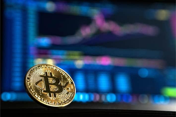 Bitcoin voor een laptopscherm als symbool voor het losgeld dat wordt geëist bij een WannaCry-ransomwareaanval